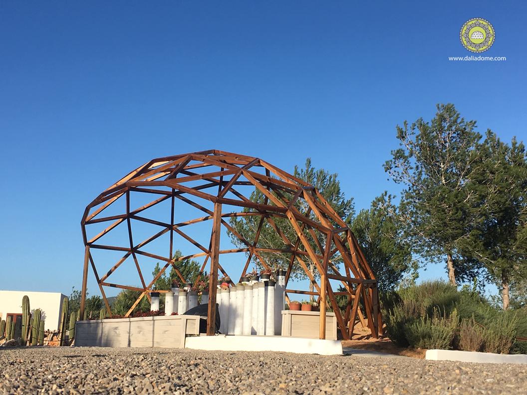 Domo de madera sin cubierta