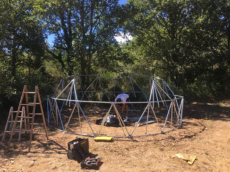 Domo geodesico metalico